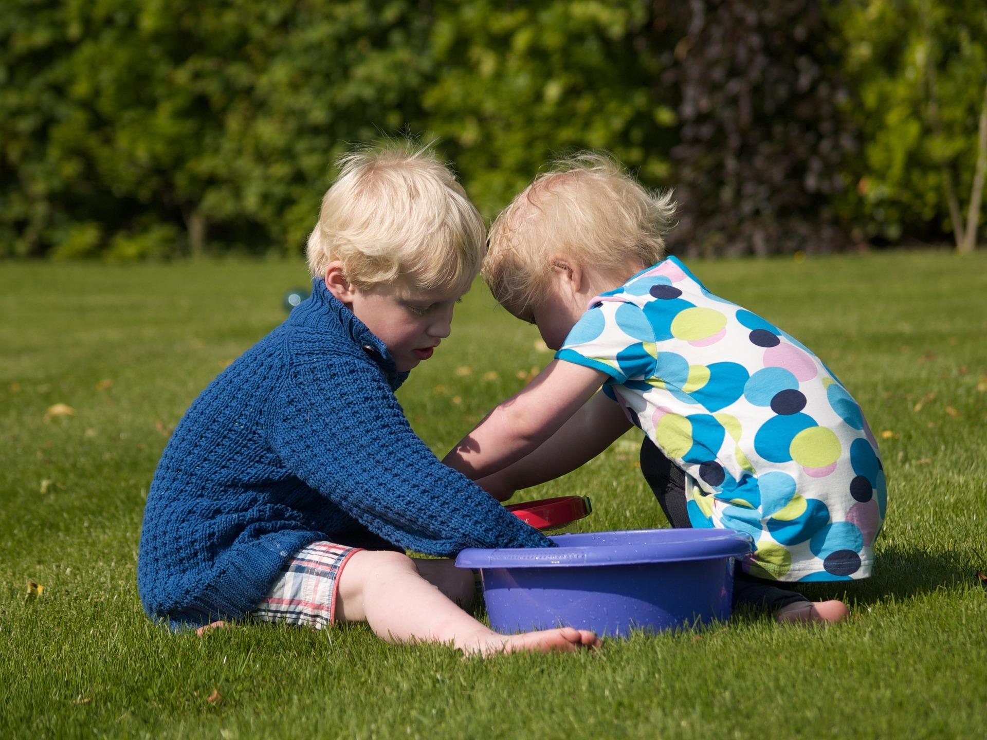 Twee spelen kinderen