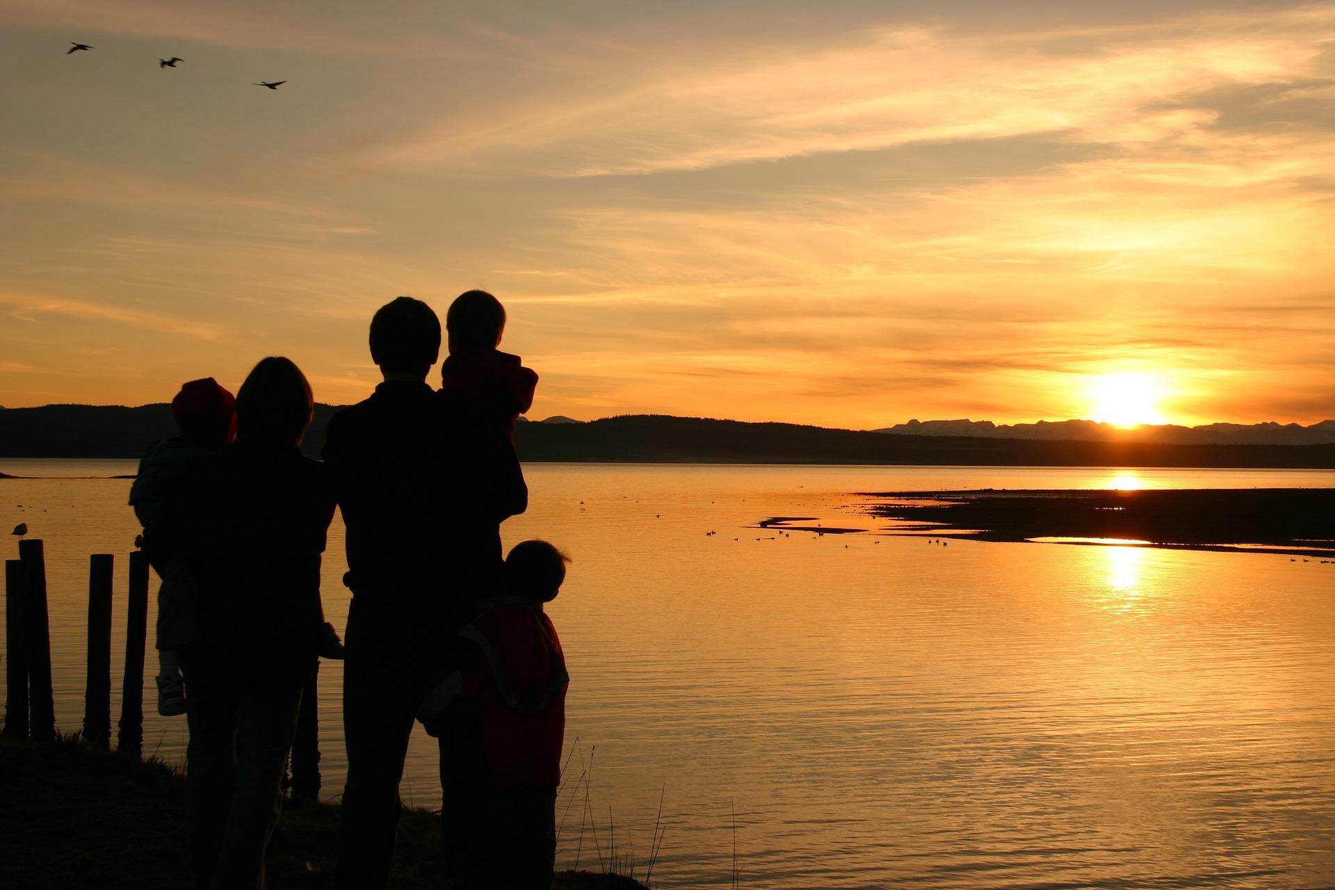 Groter gezin, zonsondergang
